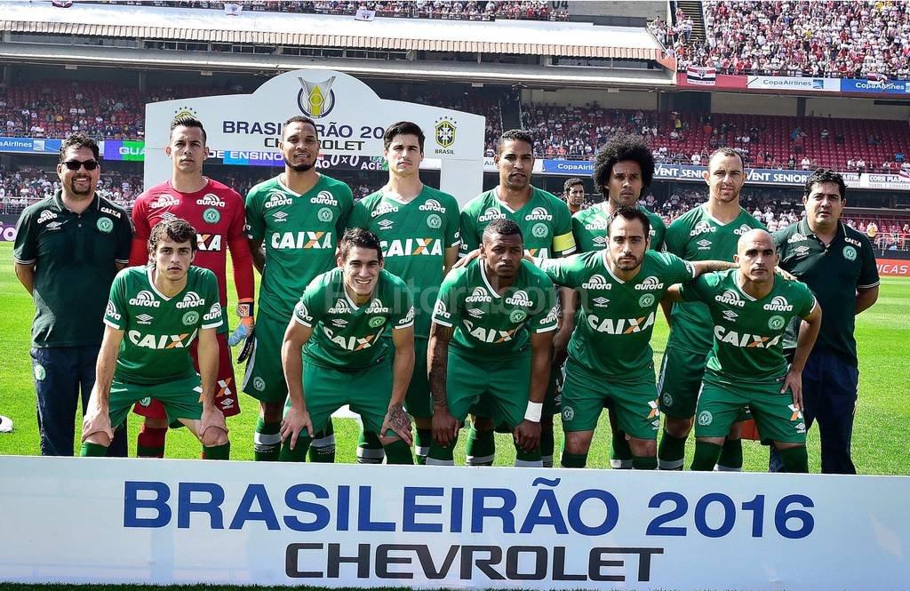 Oficial: Chapecoense campeón de la Sudamericana - El equipo del Chapecoense antes del encuentro con el Sao Paulo en el estadio de Morumbi de Sao Paulo, Brasil, el 31/07/2016. -