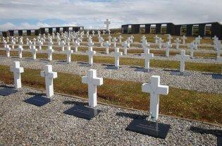 Constituirá un grupo de forenses para identificar a los caídos en Malvinas