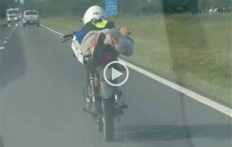 Video: viajaba acostado y a más de 100 km/h