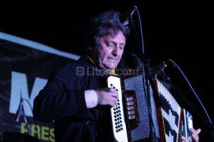 El fin de semana largo se llenará de folclore - Monchito Merlo, compositor y acordeonista de chamamé y música litoraleña, uno de los artistas que se sumarán al encuentro.