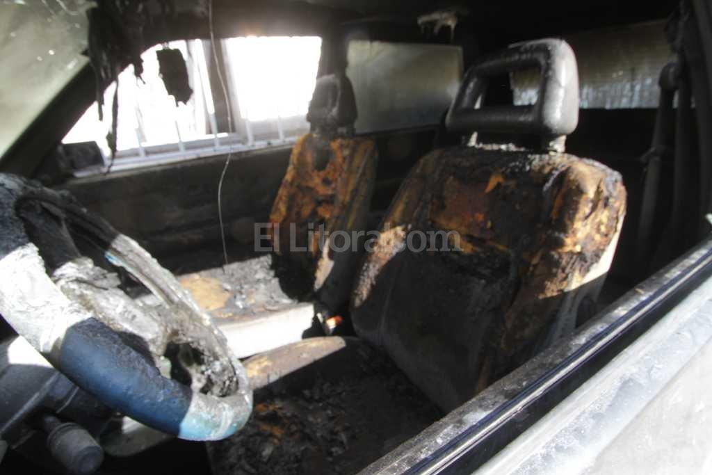 Auto quemado en el norte de la ciudad - Imagen ilustrativa -