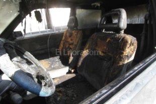 Auto quemado en el norte de la ciudad