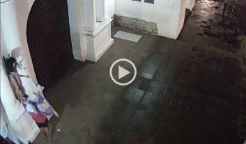 Video: robaron la bandera de Argentina del Convento San Francisco