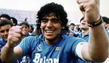 Maradona presenta  su obra de teatro en Italia