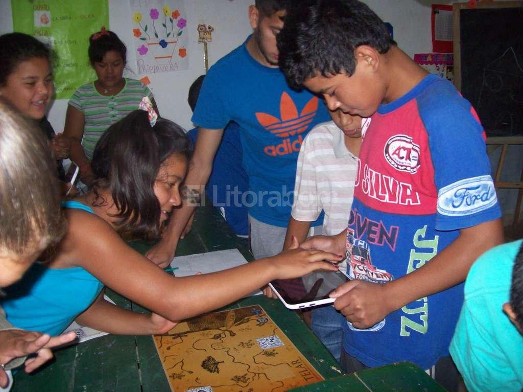 Telar -tal el nombre del juego- fomenta el trabajo en grupo y con las nuevas tecnologías. Gentileza Los Sin Techo