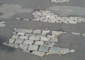 Reclaman por arreglo de calles en barrio Sur