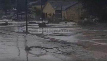 Dos muertos, evacuados y una ruta cortada por lluvias y un alud en Jujuy