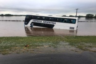 Dramático rescate en la autopista Rosario-Buenos Aires