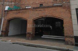 Roban en dos departamentos de un edificio en barrio Sur