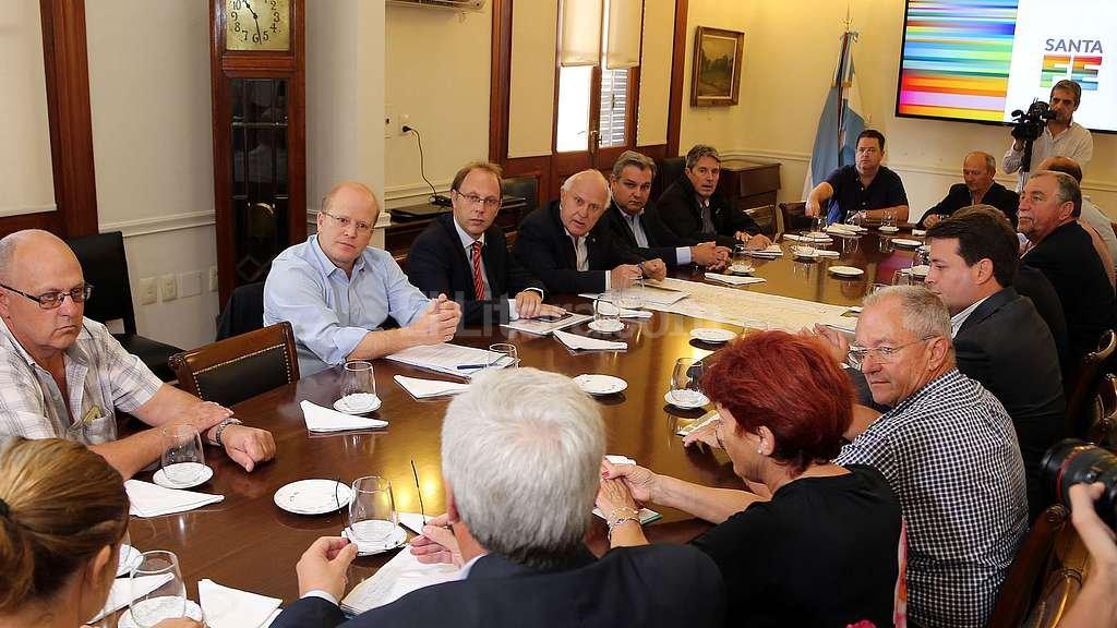 El gobernador recibió a productores afectados por la emergencia hídrica