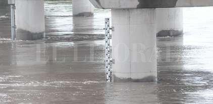 El Salado baja con su cauce cargado  - Puente sobre el río Salado en la Ruta 70. -