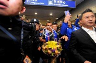 Mirá cómo recibieron a Tévez en China