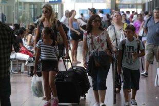 El Registro Civil emitirá autorizaciones para los viajes de los menores - La disposición es de la Secretaría de Gestión de Transporte de la Nación. -