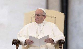 """El Papa saludó a Trump y le pidió que no se olvide de """"los pobres, los marginados y necesitados"""" -  -"""
