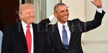 Un disparo en la noche - Donald Trump y Barack Obama durante el acto de asunción del nuevo presidente de los Estados Unidos.