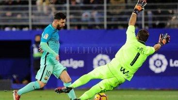 Gol de Messi en la rotunda victoria del Barcelona
