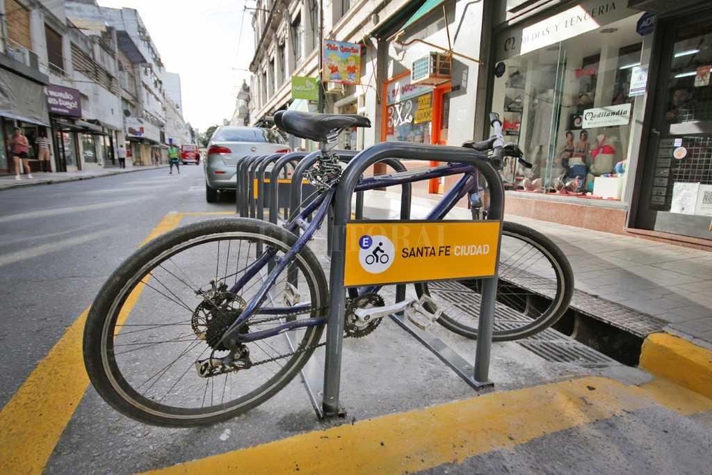 Instalan estacionamientos para bicicletas -  -