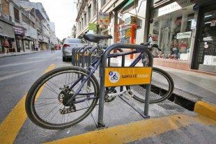 Instalan estacionamientos para bicicletas