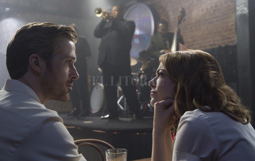 """Ryan Gosling y Emma Stone en """"La La Land"""", una de las favoritas para la 89 edición de los premios. Crédito: DPA"""