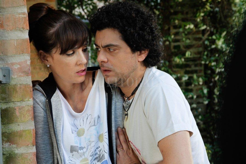 """""""Quiero vivir a tu lado"""" es una comedia romántica donde las circunstancias dramáticas se disuelven en la tragicomedia y las actuaciones, como es común en la televisión argentina, se vuelcan al grotesco. El Trece"""