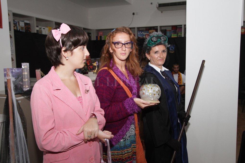 """La inefable Dolores Umbridge; Trelawney, la profesora de Adivinación y Madame Hooch, la instructora de vuelo de Harry y su banda: """"Los profesores de Hogwarts"""" fue el eje del encuentro. Manuel Fabatía"""