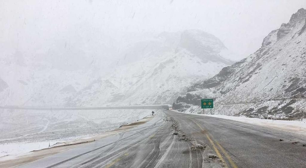 El sábado a la mañana fue cerrado el paso Cristo Redentor por las intensas tormentas de nieve Crédito: Captura internet