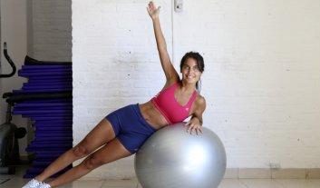 Tonificá glúteos y abdominales con esta rutina de fitball