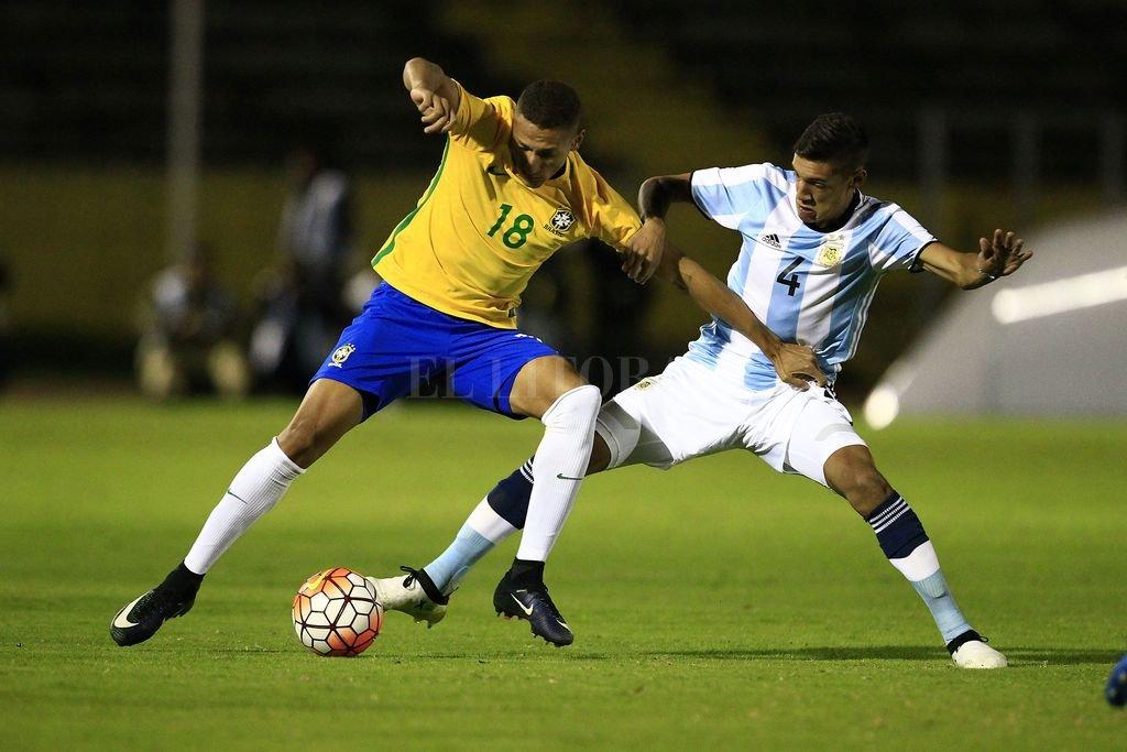 Al límite. Argentina, después del empate con Brasil, no tiene otro resultado favorable que no sea golear a Venezuela. <strong>Foto:</strong> EFE