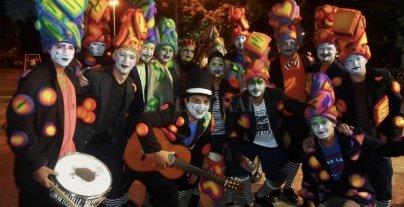 Carnaval murguero en la Plaza de las Banderas