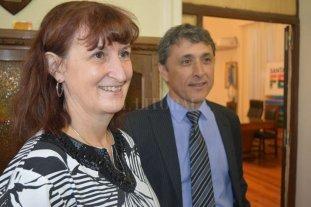 Se reorganiza la cúpula del Ministerio de Salud - Uboldi y González ayer, luego de asumir como secretario y subsecretaria de Primer y Segundo Nivel de Atención en Salud.