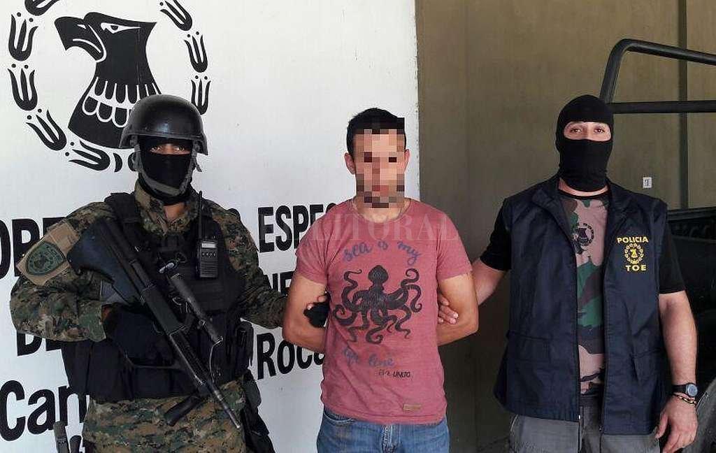 Detienen a policía procesado por el ataque a la casa de Bonfatti -  -