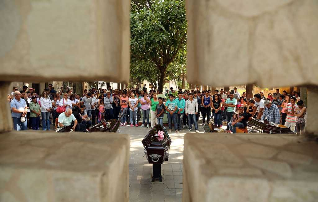 En el cementerio se vivieron momentos de dolor, bronca e indignación. <strong>Foto:</strong> Telam