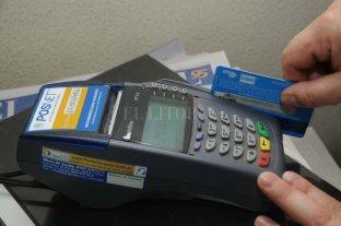Reglamentan la ley que obliga a aceptar pagos con tarjetas de débito