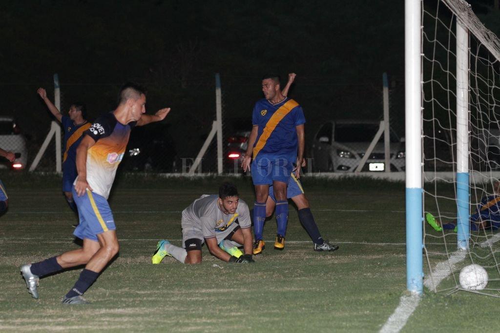 Ganó y va por más. En un entretenido partido, El Quillá venció a Sportivo Guadalupe y es uno de los equipos que se quiere clasificar a instancias finales.  <strong>Foto:</strong> Manuel Fabatía