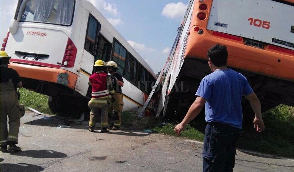 Chocaron dos colectivos de frente en Pérez:10 muertos -  -