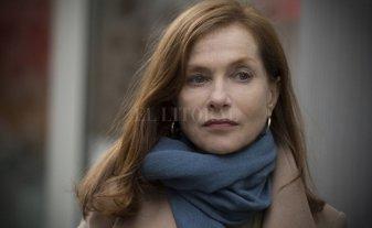 """""""Elle"""" gana el César a mejor película y Huppert a mejor actriz"""
