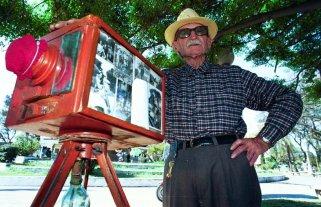 Quién fue el fotógrafo del Palomar - Don Antonio Mitri. En 1996 recibió el Premio a la Excelencia y un reconocimiento del por entonces intendente, Horacio Rosatti. -