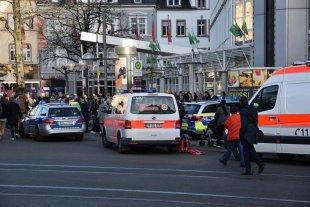 Alemania: automovilista embiste a peatones y muere un hombre