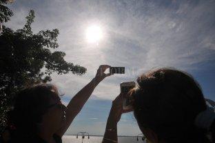 A pesar del calor, la gente disfrutó del eclipse en el Code