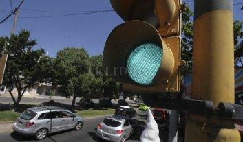 """Extenderán el """"parpadeo"""" de la luz verde a todos los semáforos"""