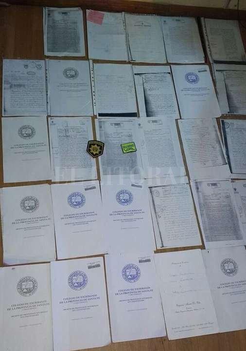 Escrituras, DNI, poderes y una hoja de prueba de firmas llamó la atención de los efectivos de la PSV que realizaban el chequeo. Prensa PSV/Ministerio de Seguridad