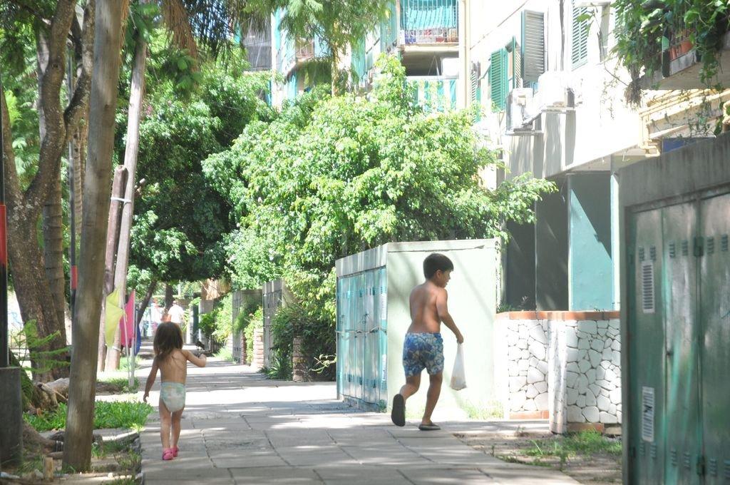 Preocupante. Las profesionales del Centro de Salud detectan parasitosis en chicos de todo el barrio, tanto de las torres como de las manzanas y del asentamiento irregluar de familias que se formó en el barrio. Flavio Raina