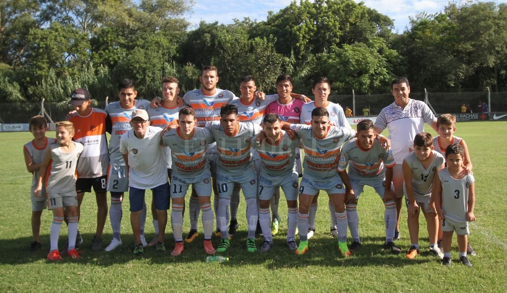 Cosmos no dejó dudas ante La Emilia de San Jorge y logró una histórica clasificación a la segunda ronda del Federal C. Crédito: Pablo Aguirre