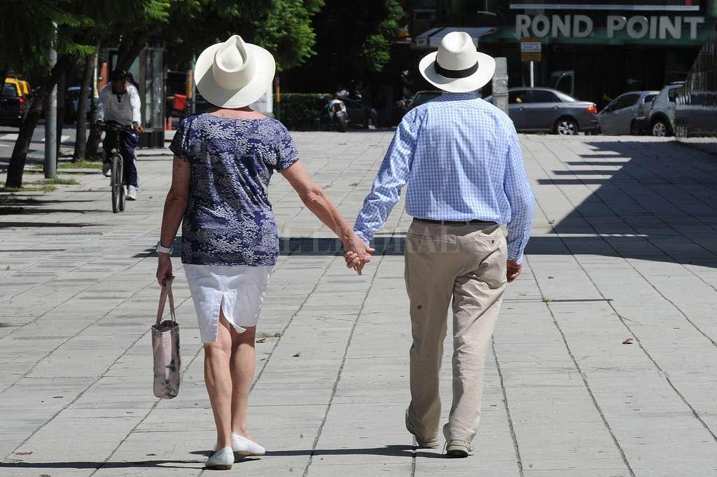 """Para que una pareja pueda consolidarse como tal, y no ser un mero """"contrato"""" de convivencia (o conveniencia), es preciso que se produzca una """"adopción recíproca"""". Crédito: Telam"""