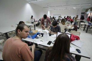 Inscriben a becas para estudiantes de carreras terciarias y universitarias