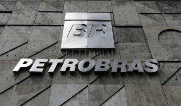Petrobras registra pérdidas millonarias por tercer año