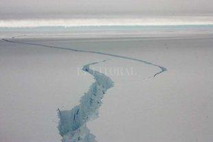 Un iceberg gigante, cerca de desprenderse en la Antártida
