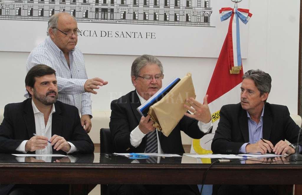 Licitación. El acto se celebró en el Salón Blanco de la Casa Gris. <strong>Foto:</strong> Guillermo Di Salvatore