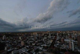 Jueves con algunas nubes sobre la ciudad