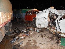 Tres muertos al chocar una Traffic y dos camiones cerca de Rosario